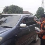 Kite abekasi Bersama PAC Cikarang Barat Bagikan Masker Kepada Pengendara