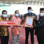 Penerimaan Penghargaan Wali Kota Bekasi Sebagai Tokoh Toleransi dan BPRS Syariah Golden Award Bank