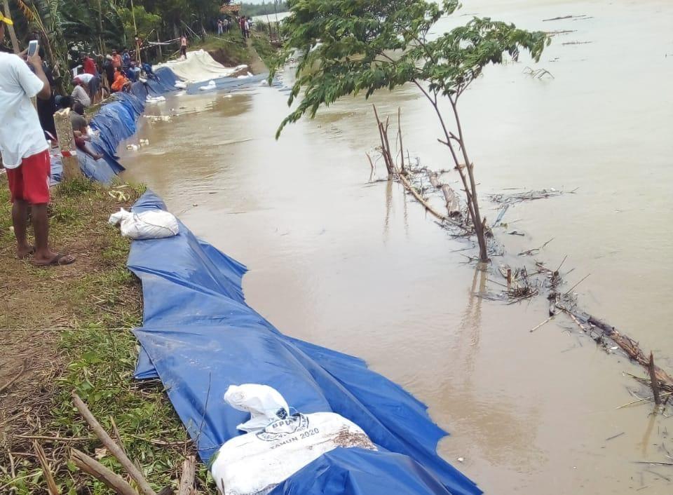 Tanggul Citarum Kritis, Warga Kampung Babakan Banten Terancam Kebanjiran
