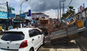 Gegara Gerobak dan Meja Pedagang Pasar Rangkasbitung Jalan Menyempit